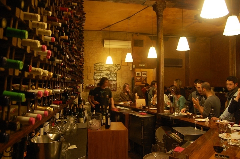 Compared with other wine and tapas bars in cava baja el for Bar jardin barcelona