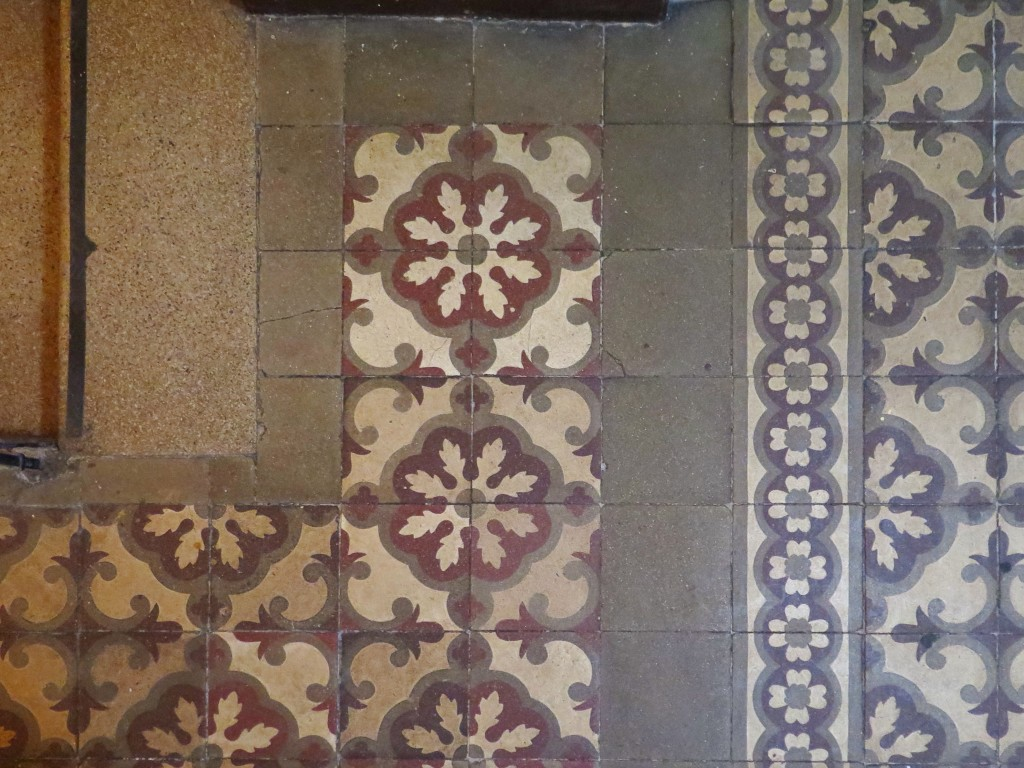 Look at that original tiled floor!