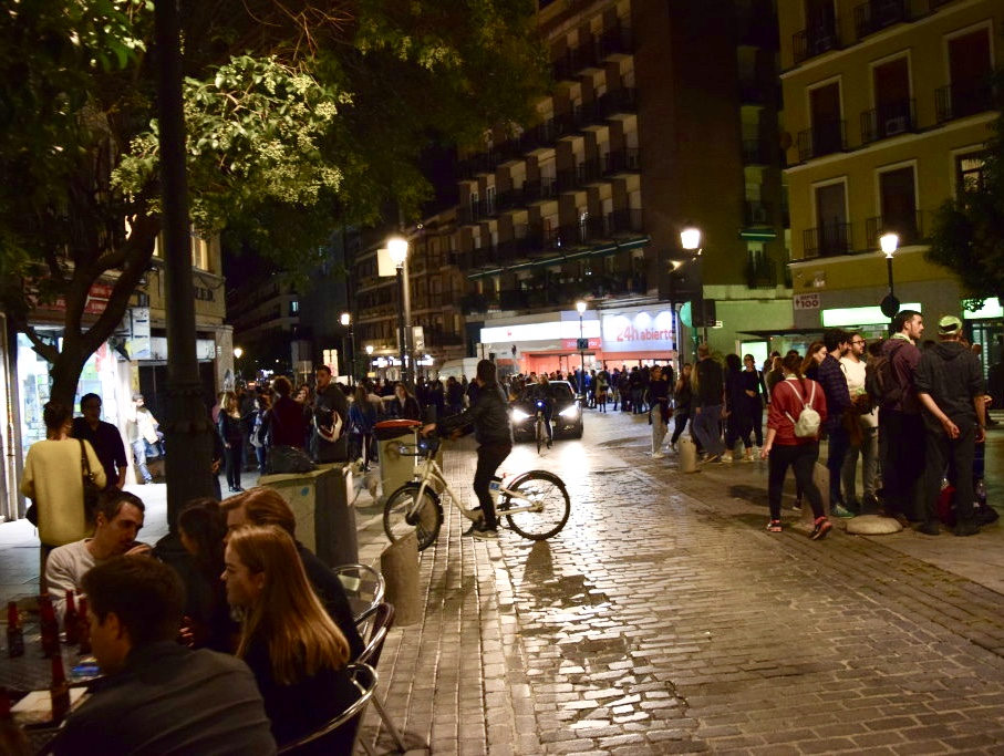 Plaza de Lavapiés on a night of Tapapiés